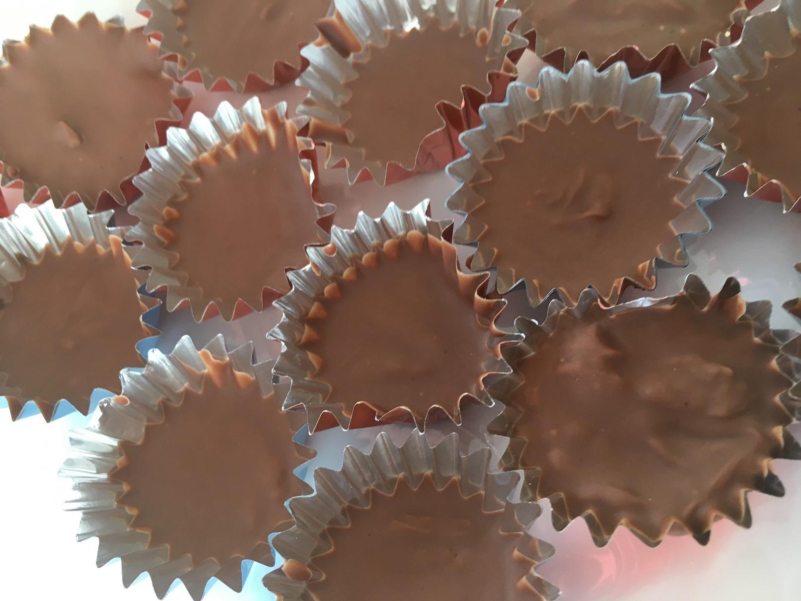 アラザンやハートの形の砂糖菓子など