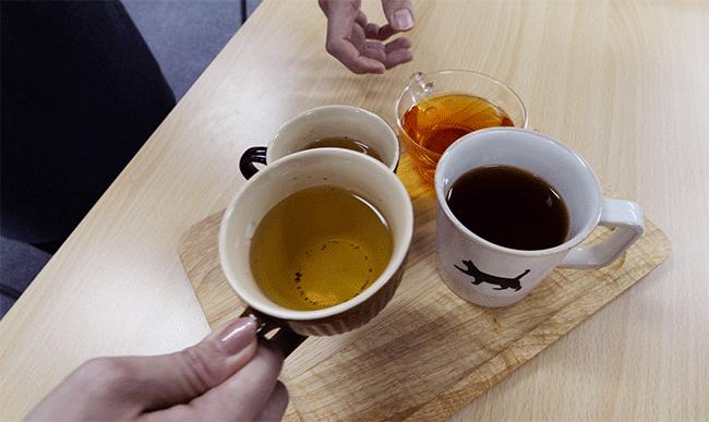 社員の誕生日会では、マルチピュア浄水器で入れたお茶が欠かせません。