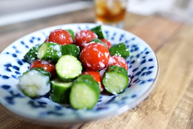 きゅうりとミニトマトに塩麹混ぜるだけ 時短・簡単レシピ