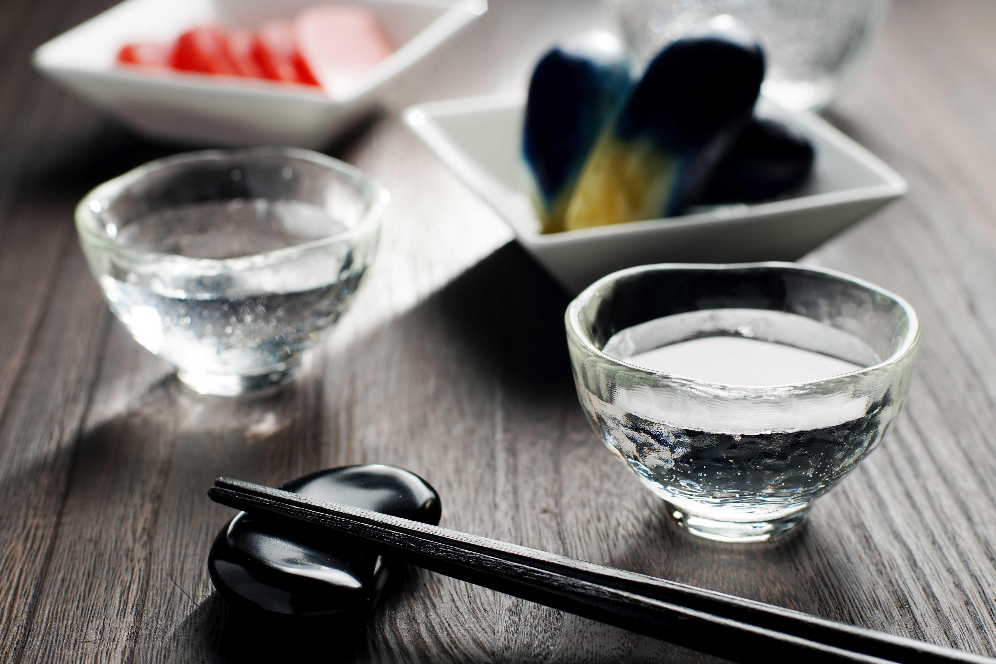 お酒は美味しく楽しく。「和らぎ水」で大人のたしなみ